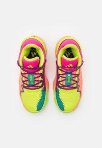 adidas Performance - D.O.N. ISSUE 2 UNISEX - Basketbalové boty - shock pink/semi solar slime/footwear white - 3