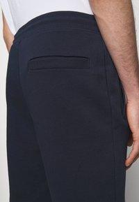 HUGO - DOAK - Teplákové kalhoty - dark blue - 3