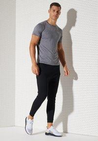 Superdry - ACTIVE - Sports shirt - slate stripe - 3