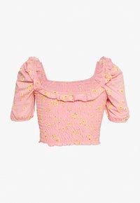 Miss Selfridge Petite - SHIRRED - Print T-shirt - pink print - 1