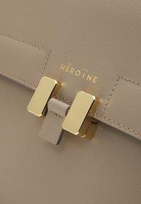 Maison Hēroïne - AUDREY - Laptop bag - taupe - 4