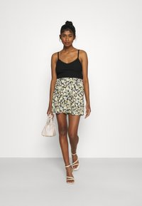 Gina Tricot - EXCLUSIVE AYDEN - Shorts - black/multicoloured - 1