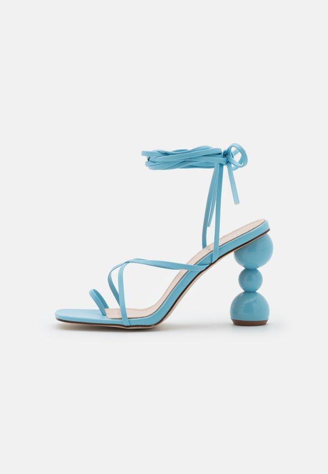 CLAUDIA - Sandály s odděleným palcem - blue