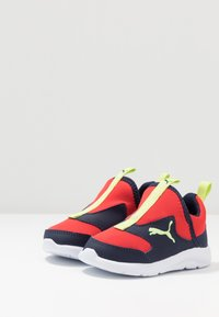 Puma - FUN RACER SLIP ON - Chaussures de running neutres - blue/red - 3
