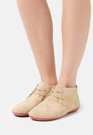 RIGHT NINA - Sportieve veterschoenen - beige