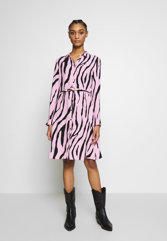 HAYLEY DRESS - Korte jurk - black/pink sky