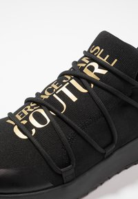 Versace Jeans Couture - LINEA SUPER - Sneakersy niskie - black/gold - 5