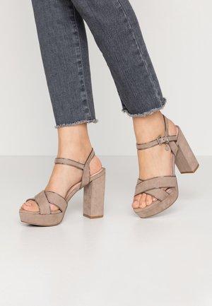 Sandały na obcasie - taupe