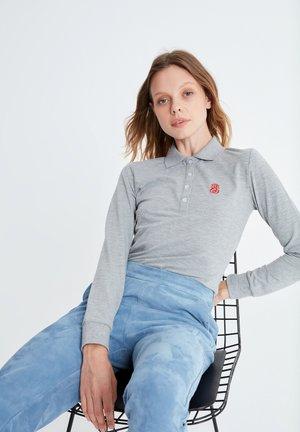 MIT POLOKRAGEN - Polo shirt - grau