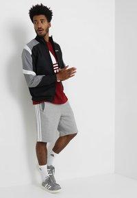 adidas Originals - 3-STRIPE UNISEX - Pantalon de survêtement - medium grey heather - 1