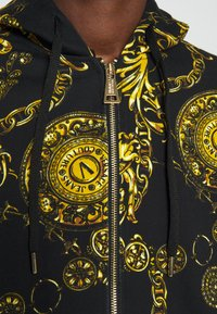 Versace Jeans Couture - BRUSHED PRINT REGALIA BAROQUE - Felpa con zip - nero/oro - 8