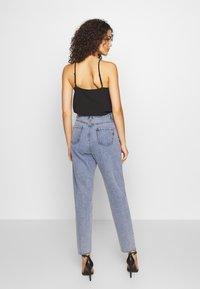 Missguided - STONEWASH RAW HEM - Jeans Tapered Fit - denim blue - 2