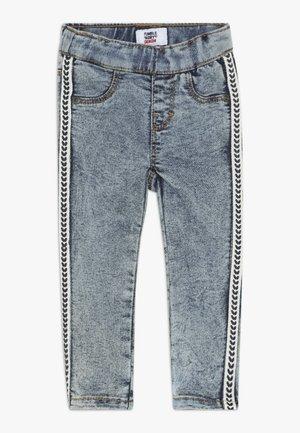 PITOU - Jeans Skinny Fit - denim medium stonewash