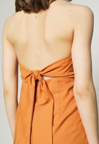 Glamorous - MAYA HALTER NECK DRESS - Maxi dress - rust - 5