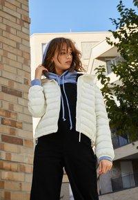 Levi's® - PACKABLE JACKET - Light jacket - tofu - 3