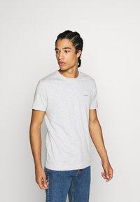 Calvin Klein Jeans - 3 PACK SLIM TEE - T-paita - black/ grey heather/bright white - 3