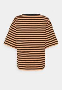 Marimekko - ENSILUMI LOGO TASARAITA - Print T-shirt - dark orange/black/purple - 1