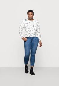 Marks & Spencer London - CASHMI MINI STAR - Jumper - off-white - 1