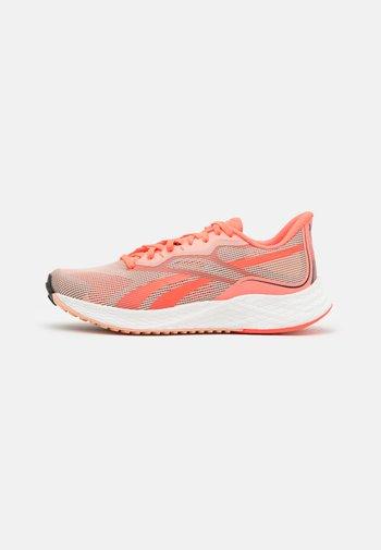 FLOATRIDE ENERGY 3.0 - Zapatillas de running neutras - orange/coral