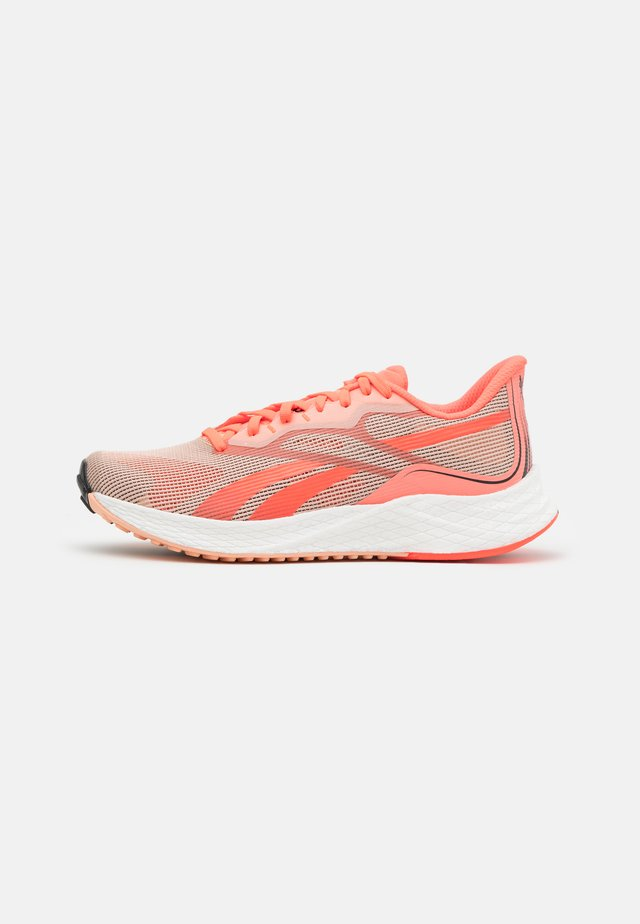 FLOATRIDE ENERGY 3.0 - Scarpe running neutre - orange/coral