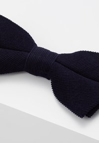 Only & Sons - ONSTBOX THEO BOW TIE HANKERCHIEF SET - Pocket square - dark navy - 4