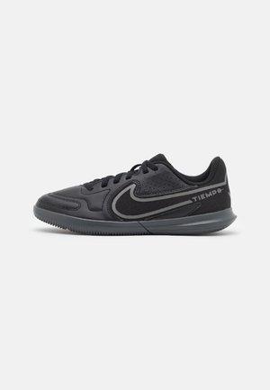 TIEMPO LEGEND 9 CLUB IC UNISEX - Chaussures de foot en salle - black/iron grey/metallic bomber gry