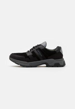 CIRRUS - Trainers - black
