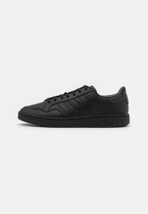 TEAM COURT - Sneakersy niskie - core black/footwear white