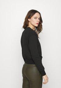 Calvin Klein Jeans - LOGO TRIM CREW NECK  - Sweatshirt - black - 2