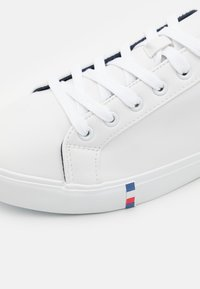 Pier One - UNISEX - Trainers - white - 5