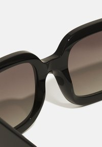 Burberry - Occhiali da sole - black - 2