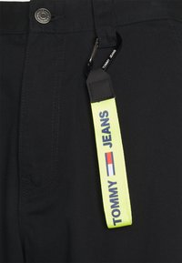 Tommy Jeans - SKATER PANT - Tygbyxor - black - 3
