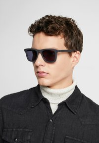 HUGO - Sunglasses - grey - 1