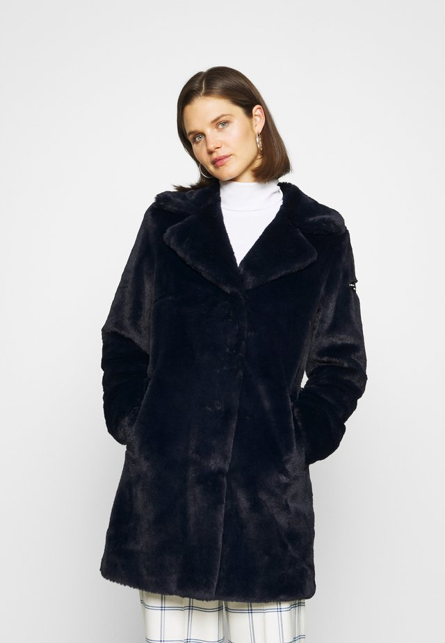 FAKE FUR MANTEL MOON RIVER MIT KUSCHELIGEM KRAGEN - Winter coat - midnight blue
