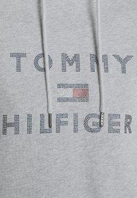 Tommy Hilfiger - TIARA HOODIE  - Mikina skapucí - light grey heather - 4