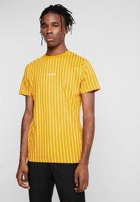Nominal - DALI TEE - Print T-shirt - mustard - 0