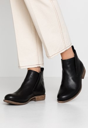 LEATHER WINTER BOOTIES - Zimní obuv - black