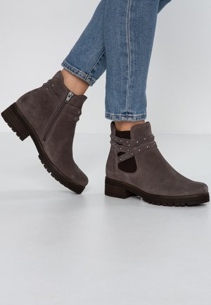 WIDE FIT - Ankle boots - wallaby