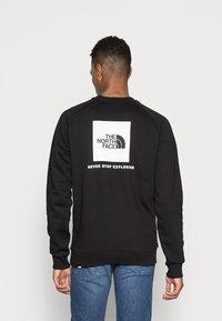 The North Face - RAGLAN REDBOX CREW NEW  - Sweatshirt - black - 2