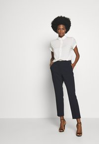 Tommy Hilfiger - BISTRETCH POLY SLIM  - Trousers - desert sky - 1
