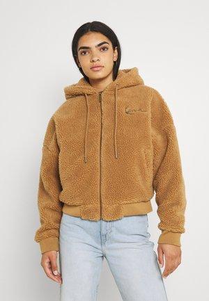 CHEST SIGNATURE TEDDY JACKET - Outdoor jacket - sand