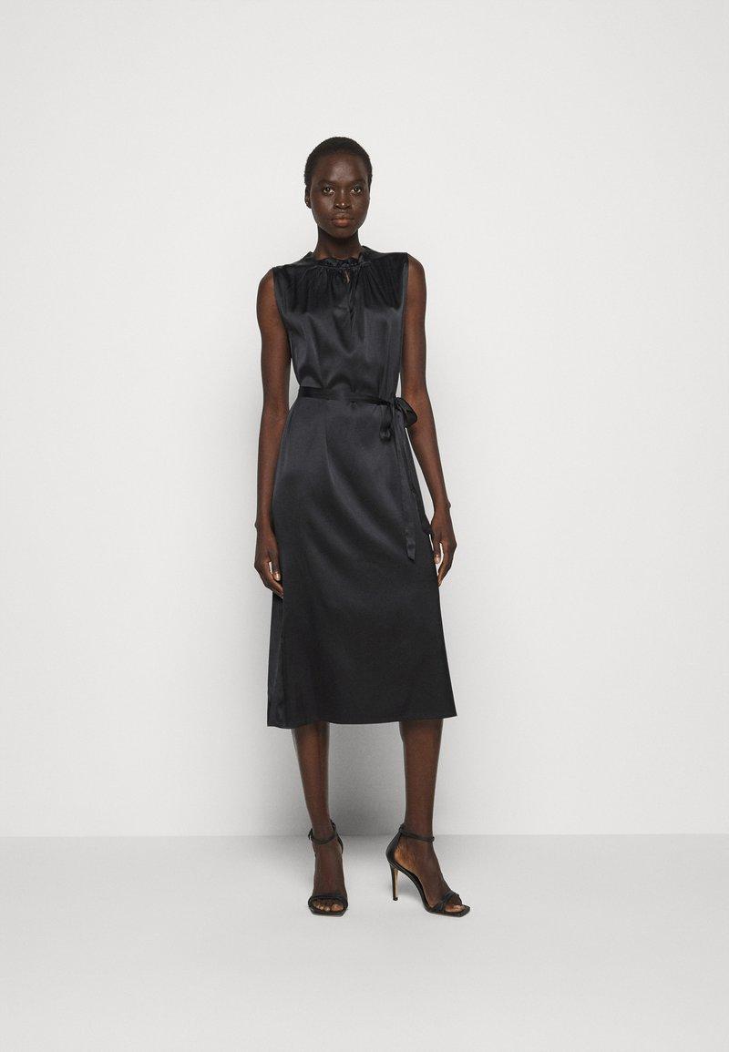 Sand Copenhagen - RAYA SLEEVELESS DRESS - Robe de soirée - black