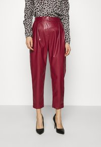 Closet - PLEATED TROUSER - Trousers - maroon - 0