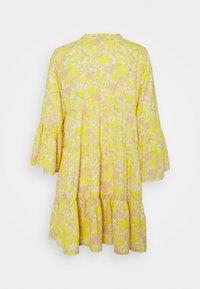 ONLY Petite - ONLATHENA DRESS - Kjole - white/yellow - 1