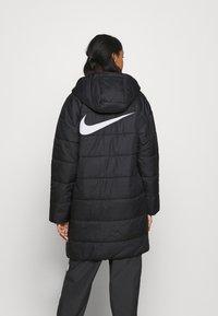 Nike Sportswear - CORE - Vinterkappa /-rock - black/white - 2