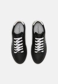 Valentino by Mario Valentino - Zapatillas - black/white - 3