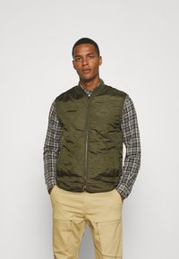 Only & Sons - ONSMAGNES LIFE REVERSIBLE VEST  - Waistcoat - chinchilla - 3