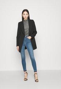NA-KD - SKINNY HIGH WAIST OPEN HEM - Jeans Skinny Fit - mid blue - 1