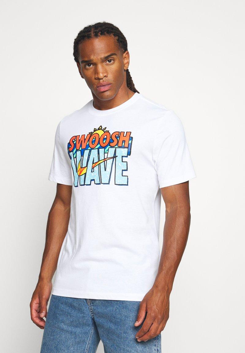 Nike Sportswear - TEE SUMMER WAVE - Print T-shirt - white