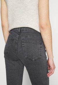 Topshop - JAMIE FLARE - Flared Jeans - washed black - 3